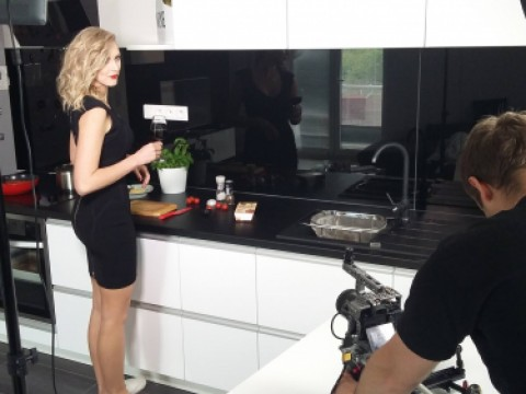 Advert with Zorka Hejdová on Easy Cooking